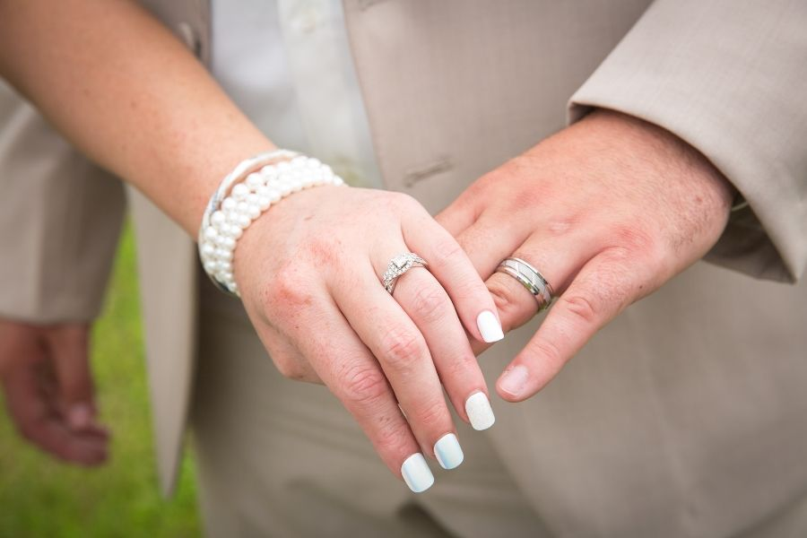 The Best Way To Wear A Wedding Ring