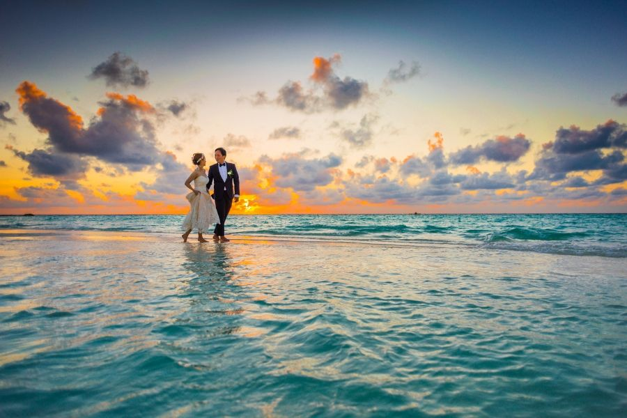 How to Get Married on the Beach – A Guide to Help You Plan Your Special Day