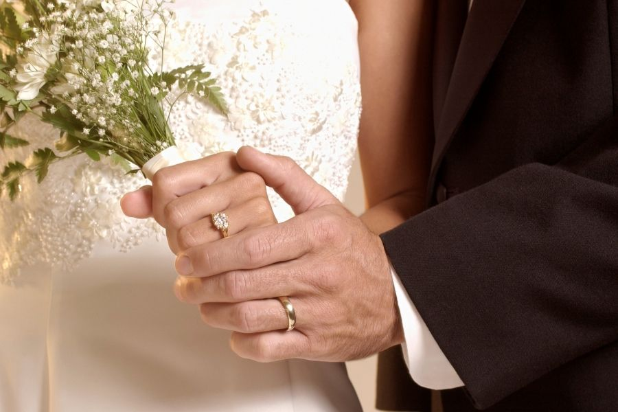 Why Wedding Rings on Left Hand? The Origin and Tradition That Everyone Follows