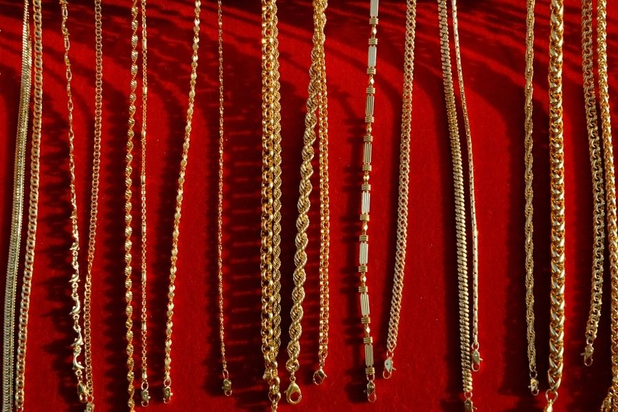 Different Chains and Necklaces