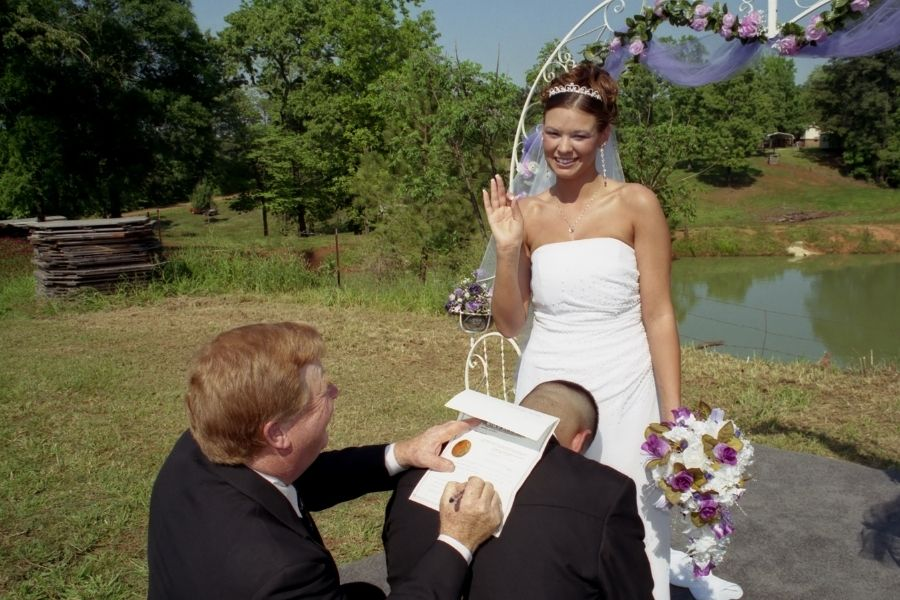 What's the Difference Between a Marriage License and a Marriage Certificate