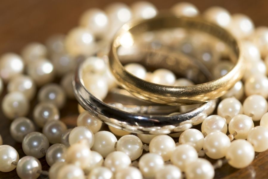 Why Are Some People Wearing Wedding Rings on Necklace Instead of Their Hands?